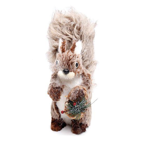 Esquilo Sentado Segurando Cesta Marrom e Branco
